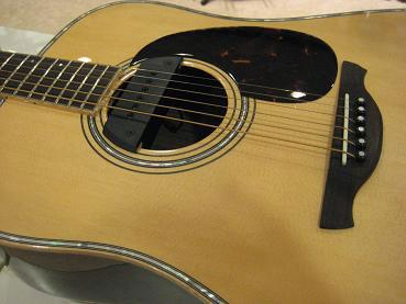 ちなみにコチラは河原の使用ギターHISTORY NT102です!!l