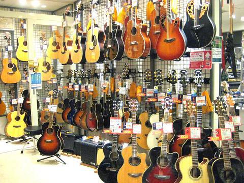 アコースティックギター売り場へお越しください!l