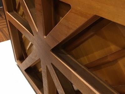 新たに縦支柱をプラスした新形状の交差状X支柱
