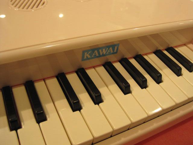 河合楽器おもちゃカワイのミニピアノ販売店