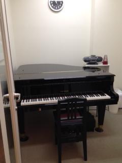 南大沢店グランドピアノレッスン室