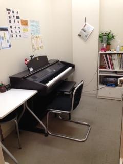 南大沢店電子ピアノレッスン室