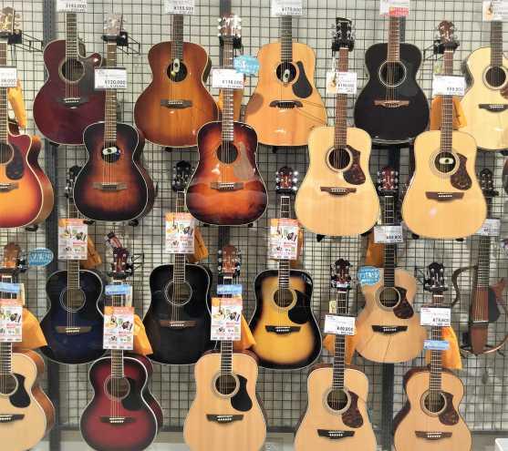 店内アコースティックギターコーナー