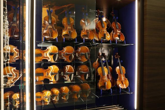 島村楽器グランフロント大阪店バイオリンコーナー