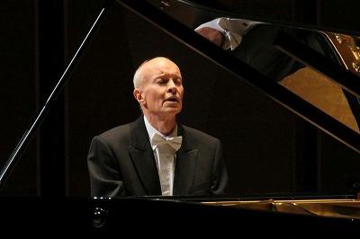 ピアノ/ローナン・マギル