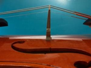 バイオリン駒立て方