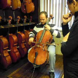 島村楽器の欧州直輸入チェロ