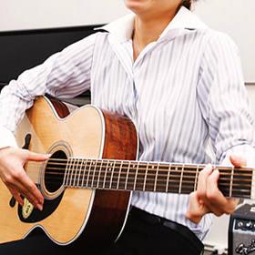 横浜でアコースティックギターレッスン!島村楽器横浜みなとみらい店