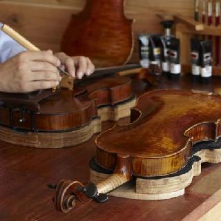マイスター茂木が、ドイツの工房での10年以上の経験を活かし、本当に良い楽器だけを厳選しています 島村楽器横浜みなとみらい店