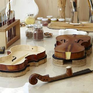 買付バイオリンはセットアップはもちろん、ベストな状態にするために様々な調整を行います 島村楽器横浜みなとみらい店