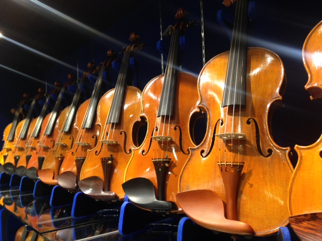 イタリアの製作家から直接買い付けた逸品たちをご紹介!島村楽器横浜みなとみらい店