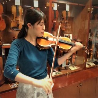 バイオリンインストラクター村部菜�