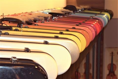イーストマンバイオリンケース レギュラーカラー全色展示販売中!オーダーカラーも承ります 島村楽器みなとみらい店