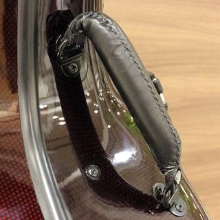 カーボンマックのチェロケースは持ち手がふかふかで持ちやすい