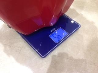個体差のあるイーストマンチェロケース タニタの体重計で重さが測れます