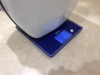 個体差のあるヒューメビアンカチェロケース タニタの体重計で重さが測れます
