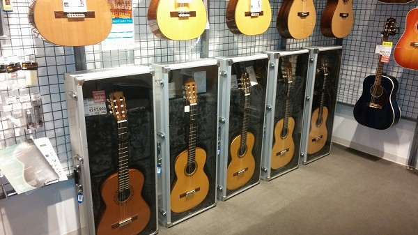 市川コルトンプラザ店【クラシックギター】多数展示中!市川コルトンプラザ店展示機種ご紹介