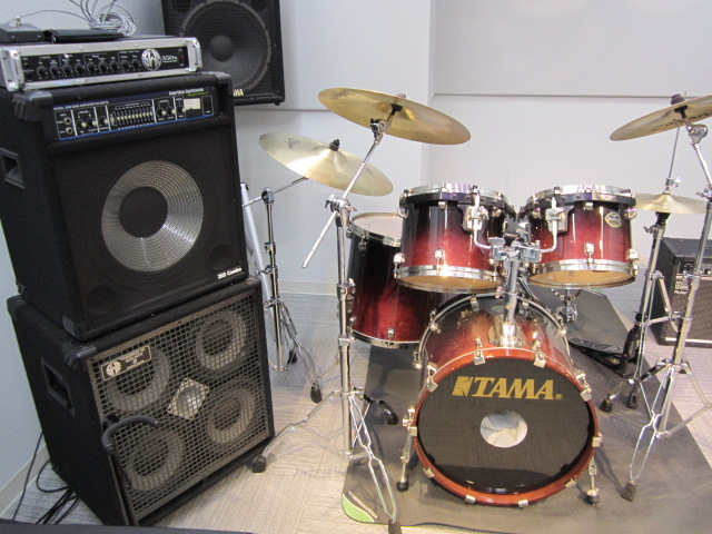 drum kit n bass amps