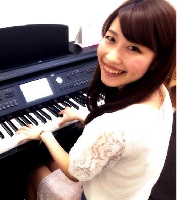ピアノインストラクター林亜友未