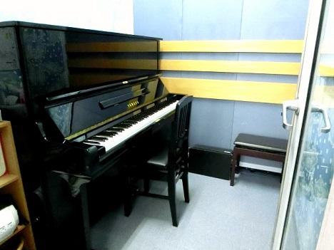 ピアノ科レッスン室です