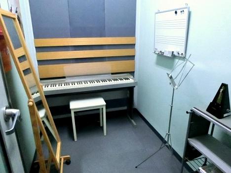 フルート、オカリナ、ヴァイオリン科レッスン室です