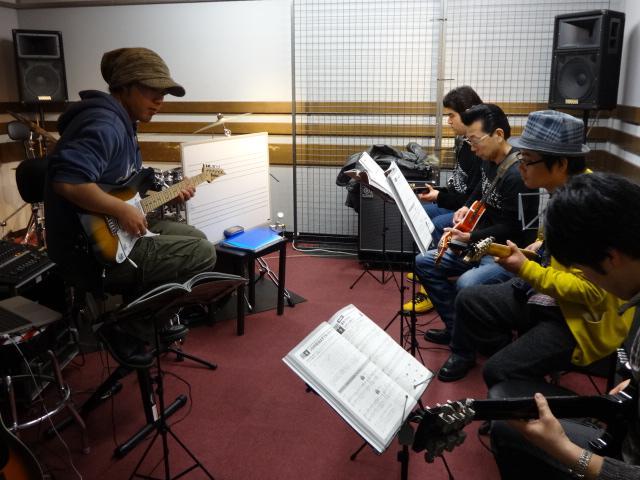 島村楽器松本店ギターレッスンの様子