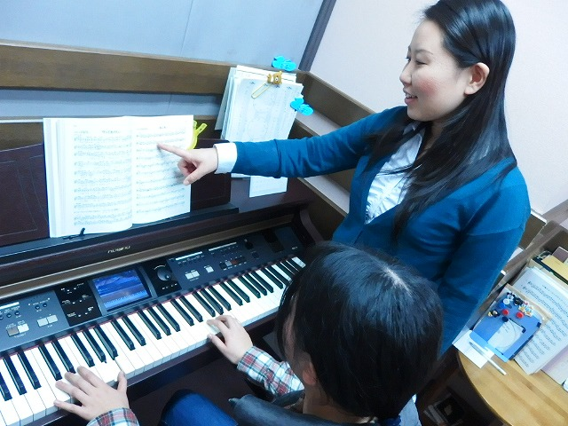 島村楽器松本パルコ店ピアノサロンレッスンの様子