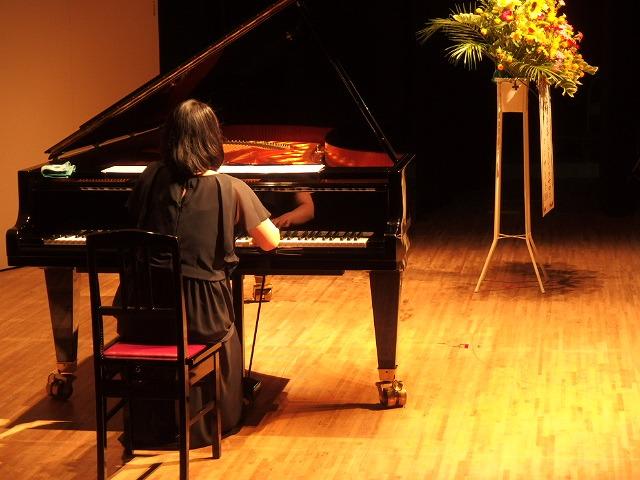 ピアノインストラクター本平によるピアノ演奏
