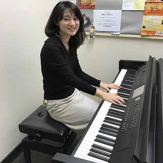 ピアノインストラクター村上友巴