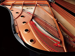 フレームづくりへのこだわりが、安定した品質のピアノを生む。