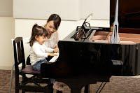 子供ピアノ演奏
