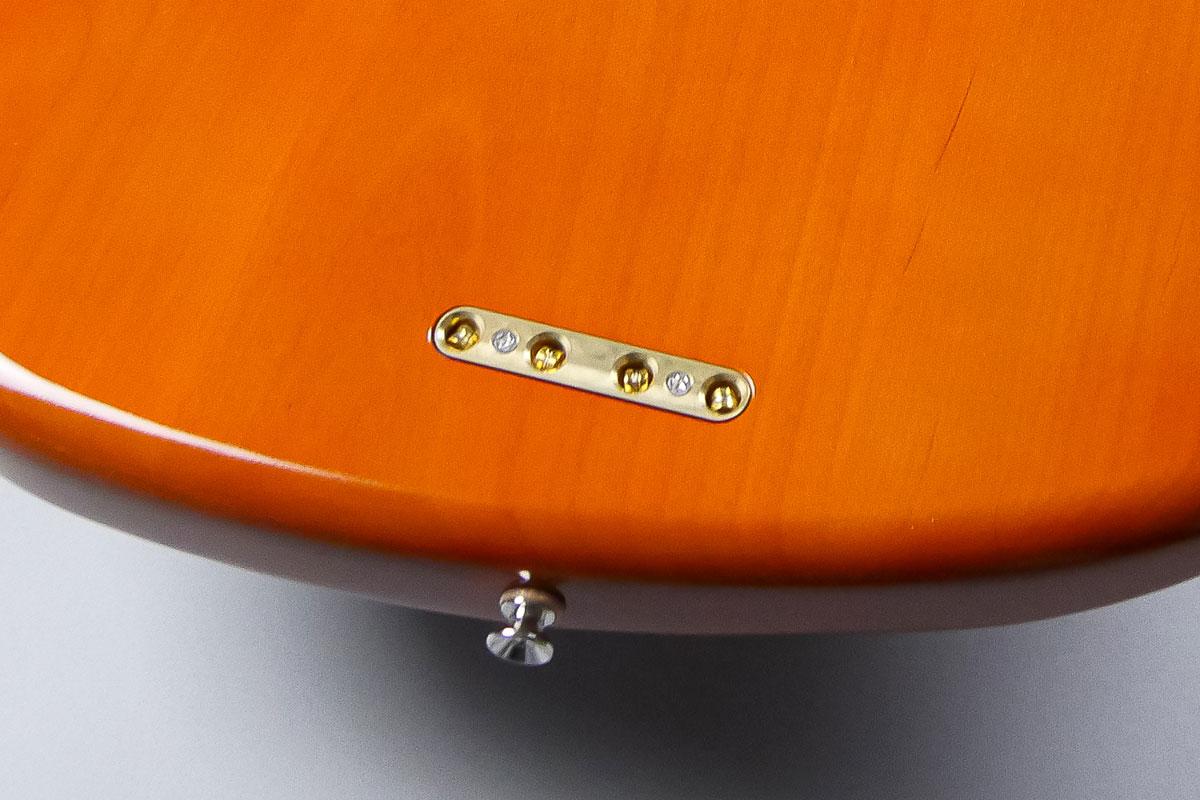 真鍮削り出しの弦留めブロック