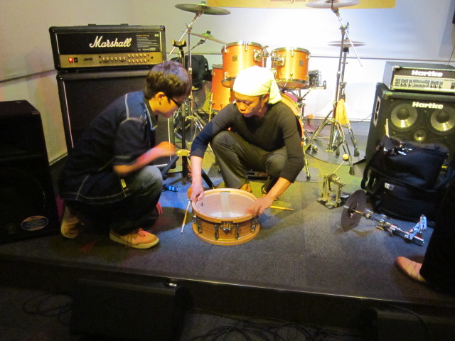 ライブ後の風景:ドラムのレクチャー