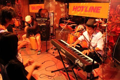 HOTLINE2010店決勝ライブの様子