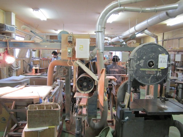 工房内は大きい規模ではなく、スタッフ全員が「このモデルを今製作している」という共通意識を持って製作を行っています。