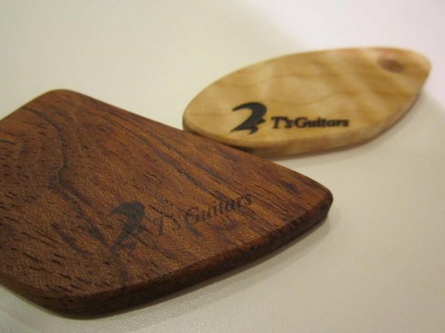 葉材で製作したキーホルダー。キルテッドメイプル&ブビンガのセット。