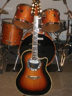 Ovation 1869 Custom Legend