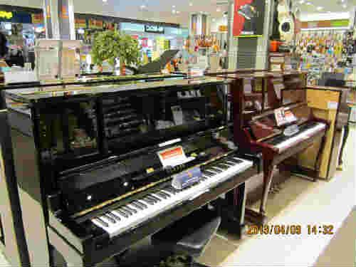 ピアノコーナー裏