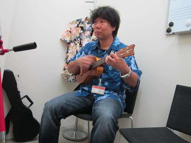 ウクレレ講師 長谷川先生