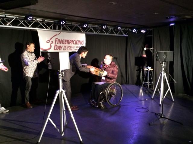 東さん表彰 ハーキュレスギタースタンドGET!