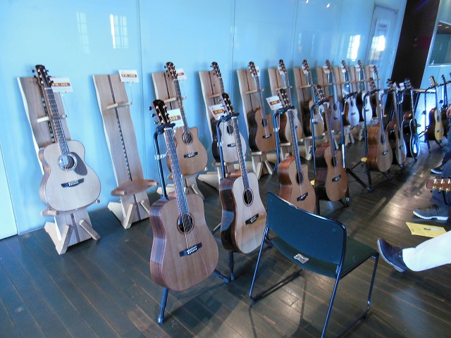 モーリスギター展示1