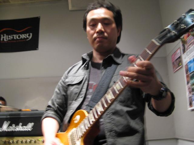 渋いギターソロ!!