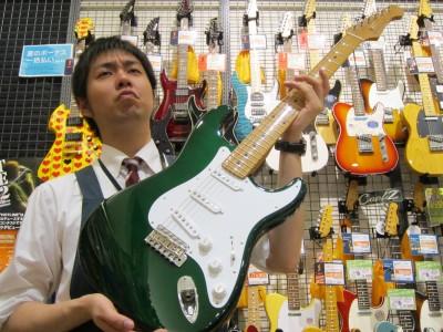 渋いギターには、顔も渋くなります(笑)
