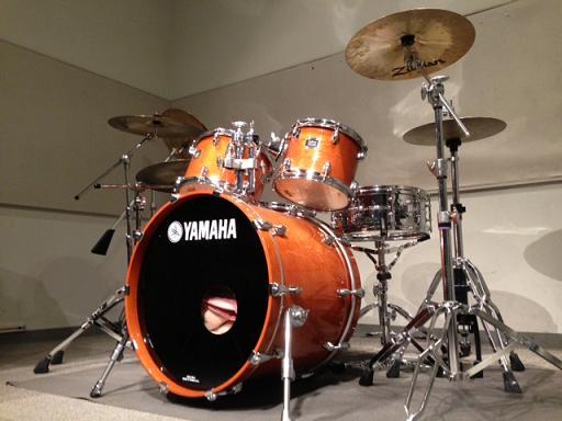 スタジオのドラムセット