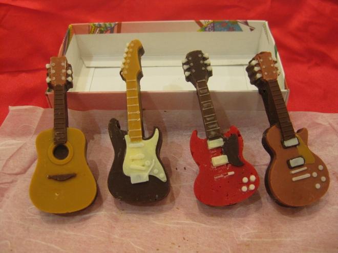 シリコントレーギターチョコ1