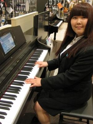 ピアノインストラクター 井上 亜耶