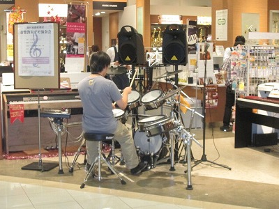 ドラムデモ演奏中