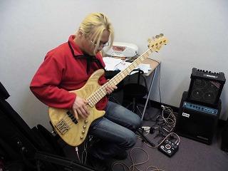 先生の素敵な演奏を間近で聴けるのも、レッスンの魅力ですね!!