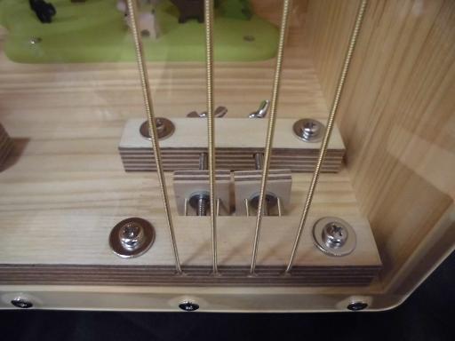 調整可能な8弦仕様、繊細な表現もバッチリ!