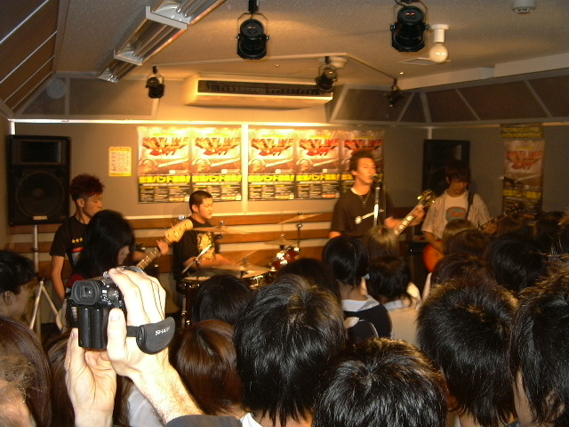 20070629-canadiancats live2.JPG